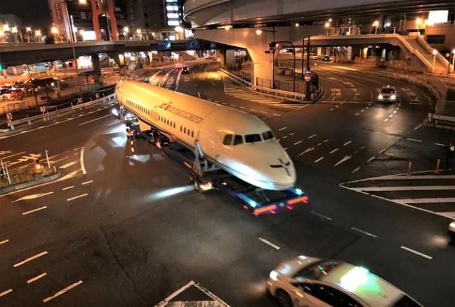 解体された機体は上野駅を通り移設先へ ©国立科学博物館