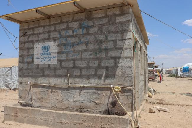 キャンプ内の共用水場。避難民たちは台所や水場、トイレなどを共用するため、社会的な距離を取ることは困難だ © Tetyana Pylypenko/MSF