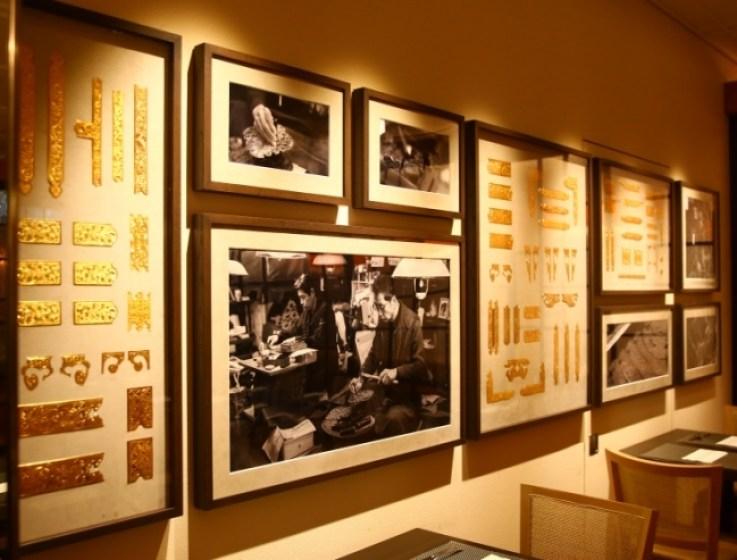 古くから名古屋の伝統の職として続いてきた【錺金具(かざりかなぐ)】その精巧な錺金具をデザインした壁掛けを見ることができる