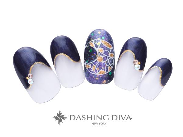 ドラマティックな三日月アートが印象的な変形フレンチ ★DASHING DIVAネイルコンテスト優秀デザイン賞