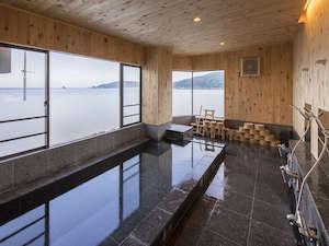 露天風呂や香り風呂など5つの温泉がございます