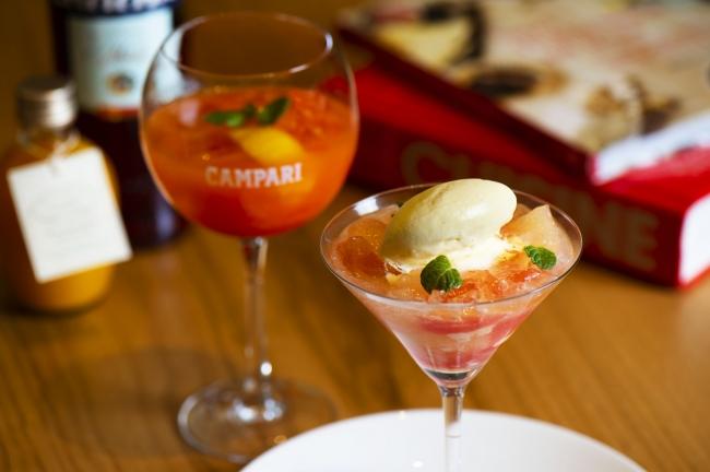 グレープフルーツをカンパリでシロップ漬けにし、 ジュレやグラニテにもカンパリの風味を付けた夏らしい一皿。 仕上げにソーダを注ぎ、 清涼感あるデザート。