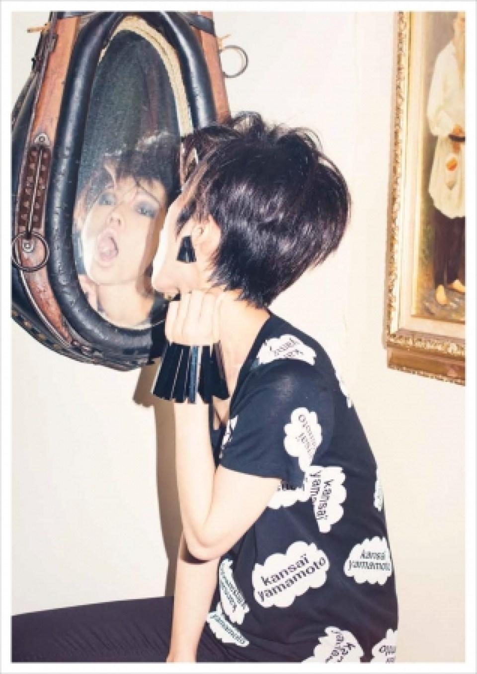 〈KANSAI YAMAMOTO〉Tシャツ12,960円(税込)