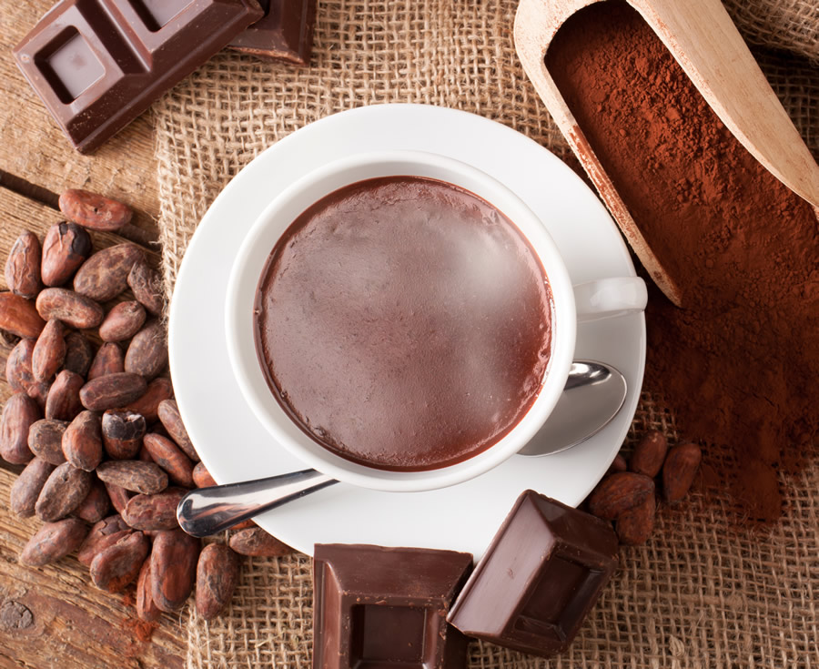 cocoa-nomics-cacao-hot-chocolate-in-cup-with-pods-and-scoop