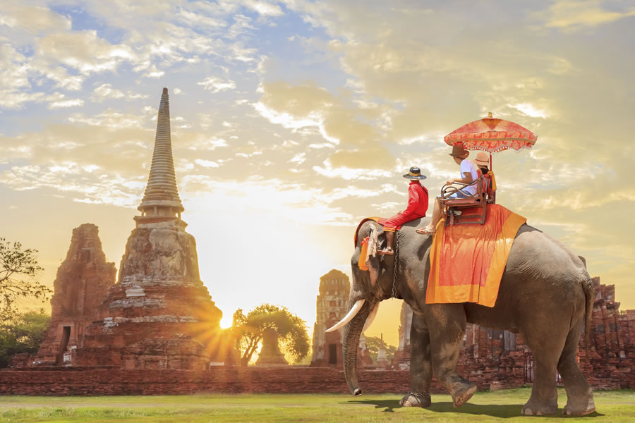 tourism-tourists-on-elephants-in-thailand