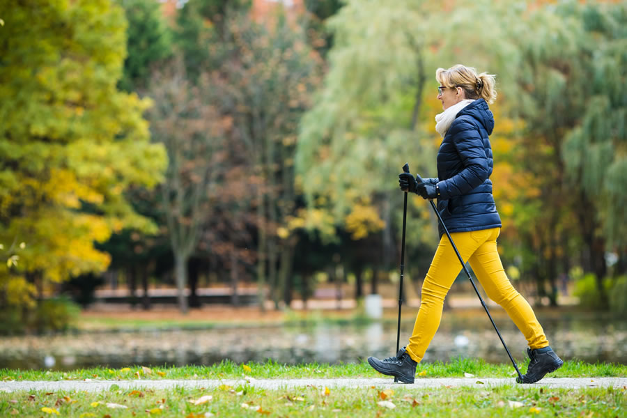 workout-autumn-woman-walking-poles