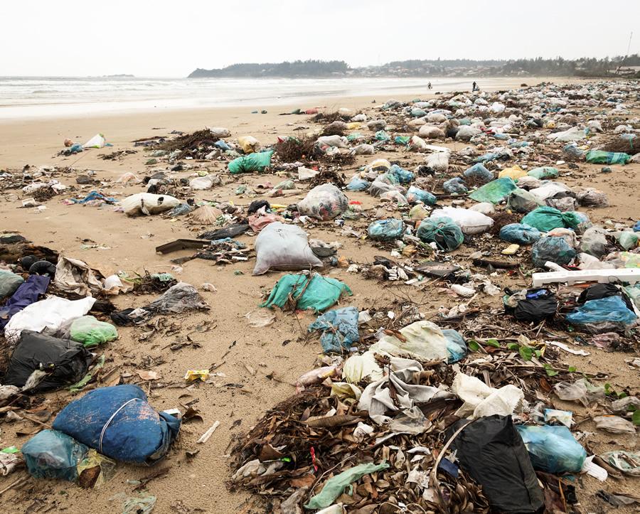 plastic-debris-beach-bags
