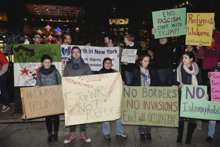 american-resilience-protestors-for-peace