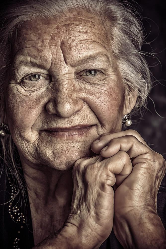 looking-good-woman-face-portrait-detail