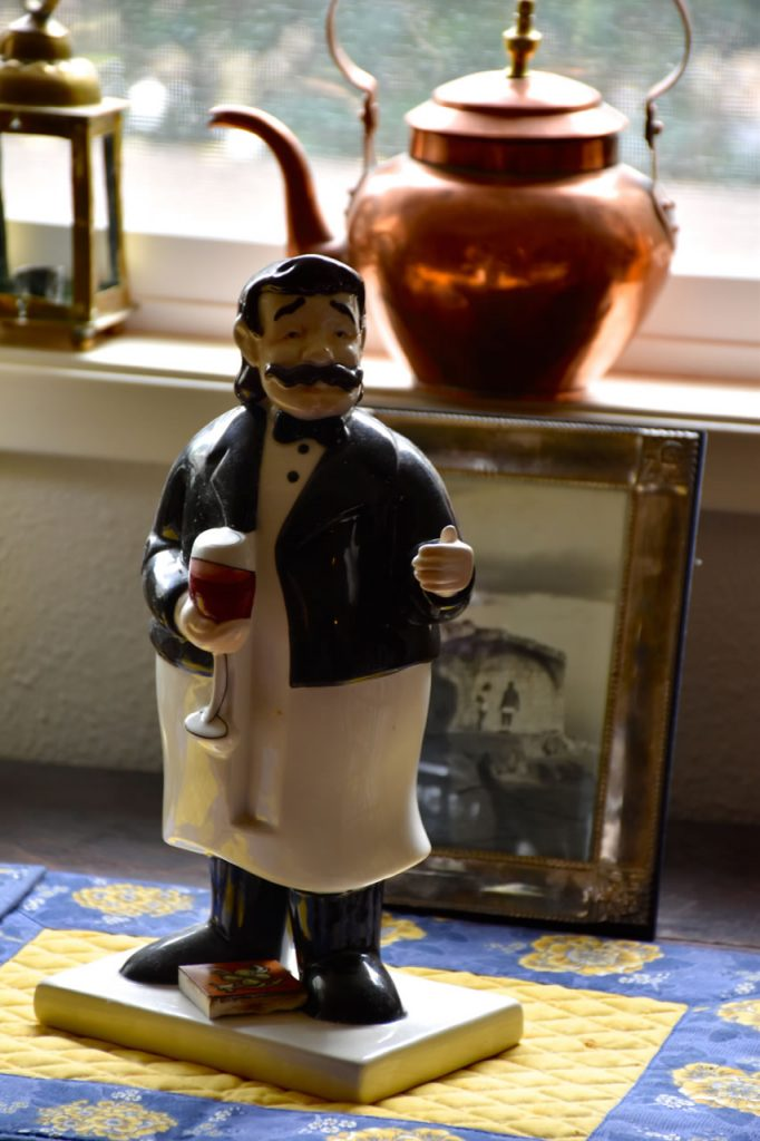 water-street-bistro-french-sommelier-figurine