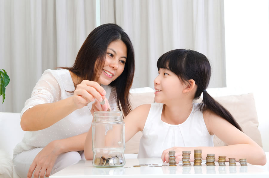 Money Lessons - mother-with-daughter-and-piggy-bank