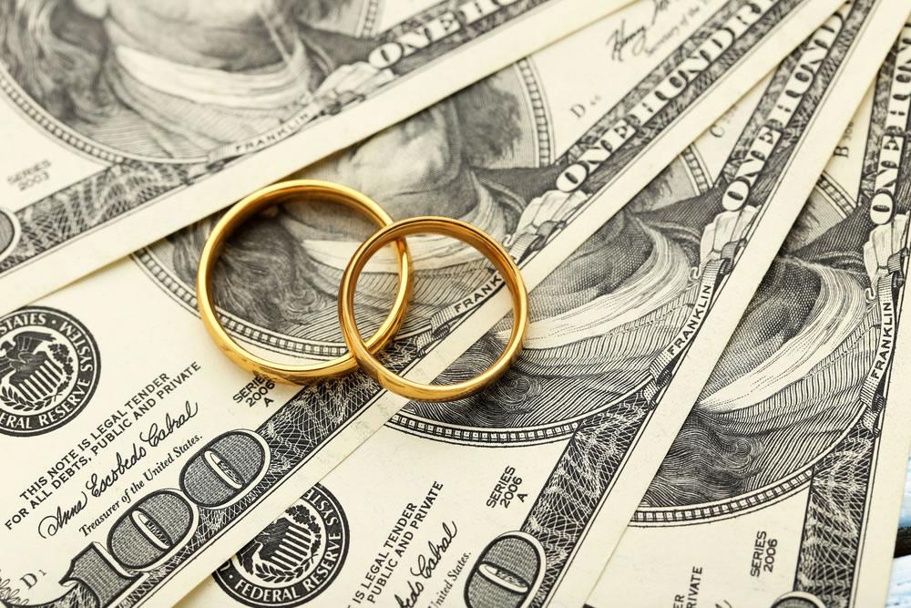 Dating Money - wedding-rings-on-money-bills