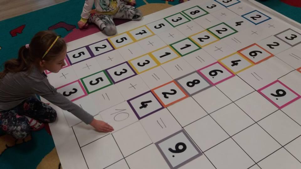 Kodowanie Na Dywanie Zabawy Z Matą Edukacyjną W 6 Latkach
