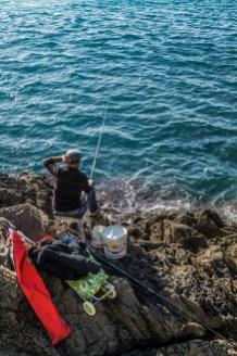 Cinque Terre - wędkarz na brzegu