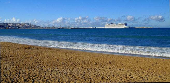 Tanger - długa plaża miejska