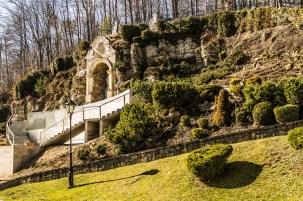 wzgórze z drogą krzyżową w klasztorze w czernej