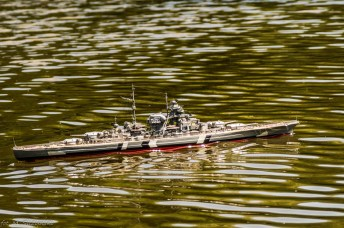 model okrętu na wodzie