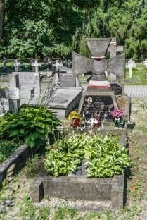 cmentarze w kielcach - cmentarz partyzantów grób
