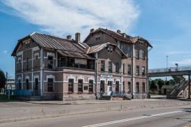budynek dworca z XIX wieku murowany trzypoziomowy