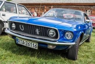 niebieski mustang samochód