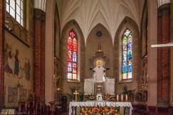 ołtarz główny w kościele