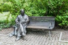 Warszawa - pomnik ks. Jana Twardowskiego