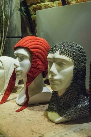 nakrycia głowy wystawa na zamku baranów
