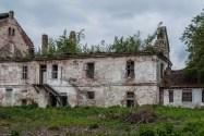 ruiny budynku jednopiętrowego