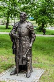 figura człowieka w parku