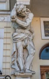 Posąg wspierający balkon tarnów