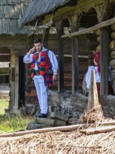 wesoły cmentarz - syhot skansen tradycyjne ubranie