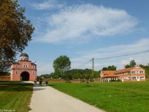 Klasztor Krusedola brama wejściowa