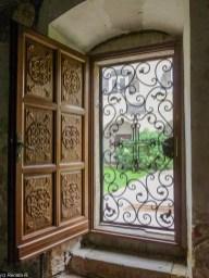 Klasztor Novo Hopovo okiennice okno