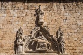 Portal z przedstawieniem Piety - z dubrownika do mostaru