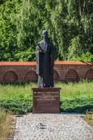 Braniewo - pomnik przed kościołem św. Katarzyny
