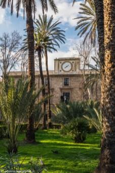 palermo - villa bonanno zegar na budynku