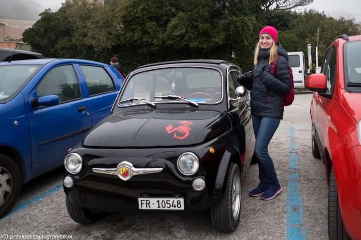sycylia informacje praktyczne - czarny samochód