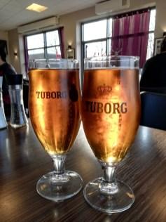 dwie szklanki z piwem w billund