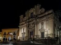 sciacca - Basilica Madonna del Soccorso fasada średniowiecznego kościoła rozświetlona nocą