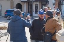 sciacca - rozmawiający na ulicy starsi ludzie
