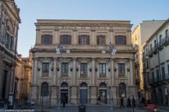 fronton pałacu w stylu włoskim