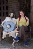 podsumowanie maja - szkielet obejmujący kobietę