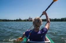 kajak kobieta wiosłowanie jezioro wigry