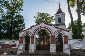 kościół i brama kościelna