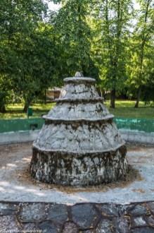 park fontanna w kształcie stożka