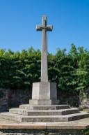 krzyż z kamienia miecz w krzyżu