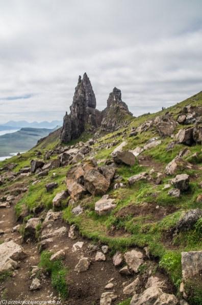 stok górski z licznymi kamieniami i głazami