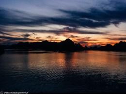północny wietnam - zachód słońca ha long bay