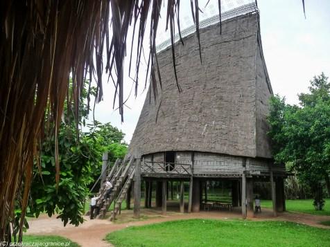 spacer po hanoi - muzeum etnograficzne domy drewniane