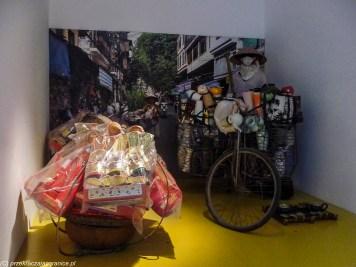 hanoi - muzeum kobiet uliczny sprzedawca